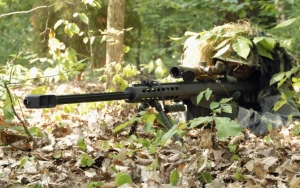 Снайпер в лесу