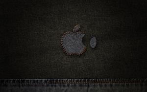 Лого Apple на джинсах