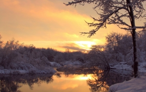 Закат на реке зимой