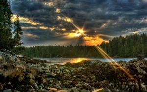 Каменистый берег реки