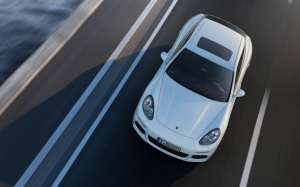 Porsche Panamera вид сверху