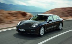 Porsche Panamera на трассе