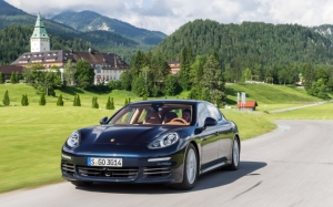 Синий Porsche Panamera