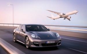 Porsche Panamera и самолет