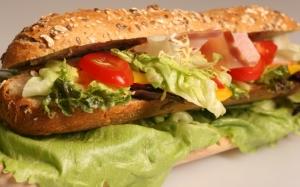 Сэндвич в батоне с семечками