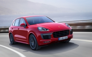 Красный Porsche Cayenne