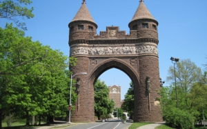 Мемориальная арка солдат и моряков