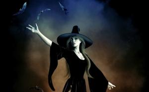 Ведьма с летучими мышами