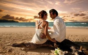 Влюбленные на пляже