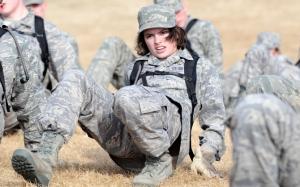 Девушка солдат