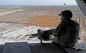 Пулеметчик на вертолете