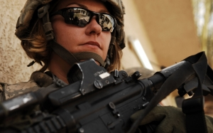 Женщина солдат