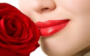 Роза и красные губы