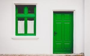 Дверь и окно