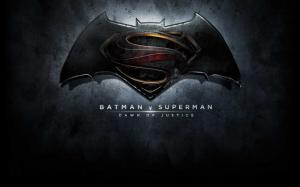 Бэтмен против Супермена лого