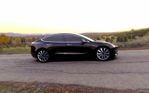 Черная Tesla Model 3