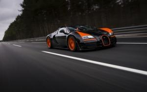 Bugatti Veyron на трассе