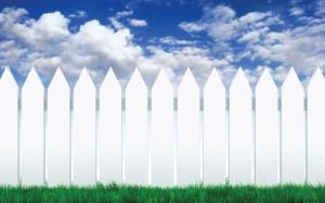 Белый забор