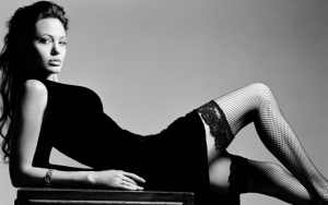 Анджелина Джоли в чулках