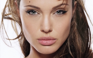 Анджелина Джоли крупным планом