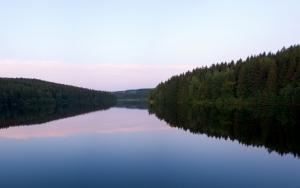 Темное озеро