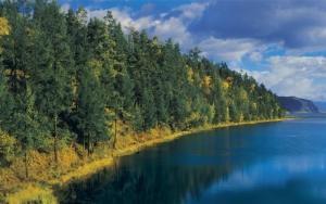Озеро осенью